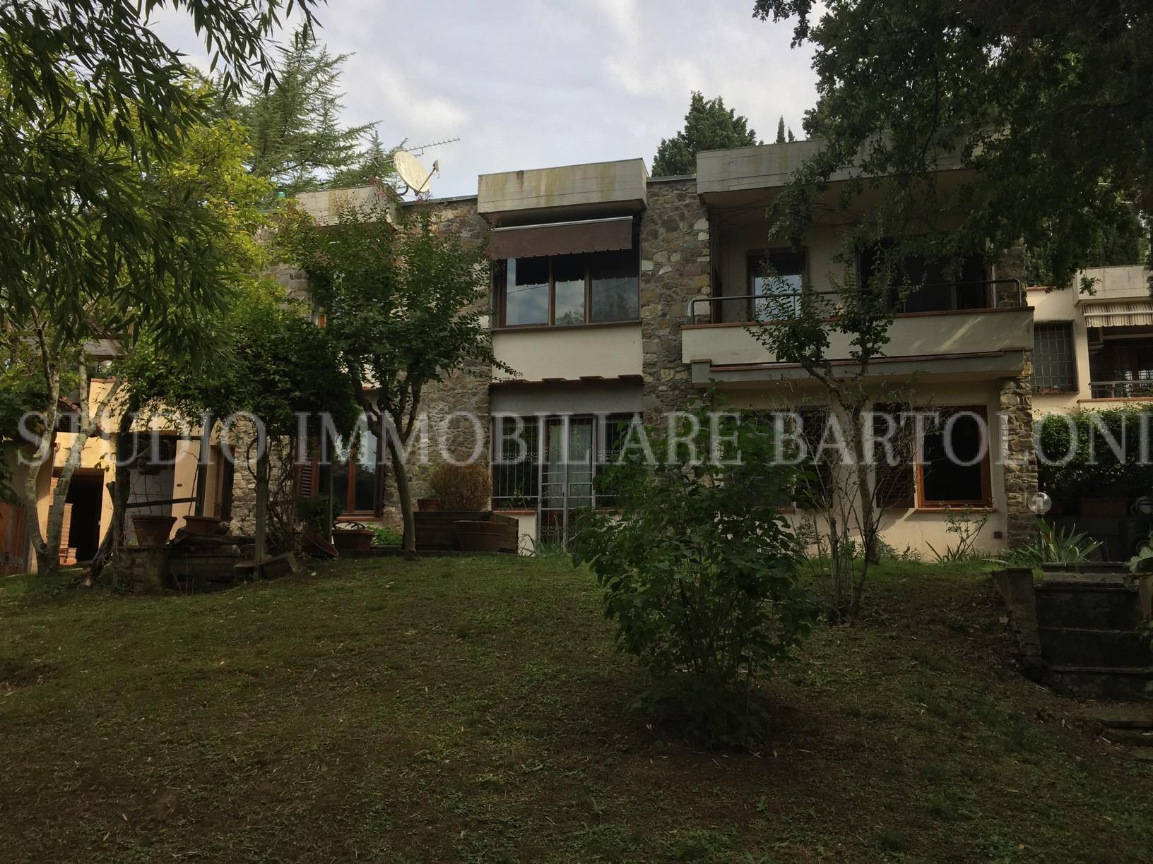 Casa indipendente con giardino e garage in vendita a fiesole for Rimodernare casa